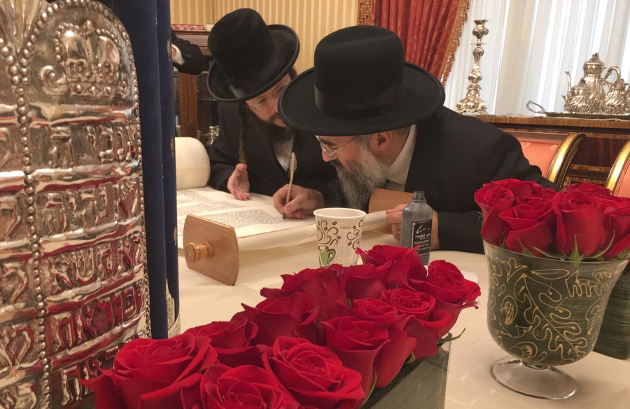 Shneur Zalmin Gross of Arachim joins Rabbi Yitzchak Israel as some of the Torah's final latters are written.