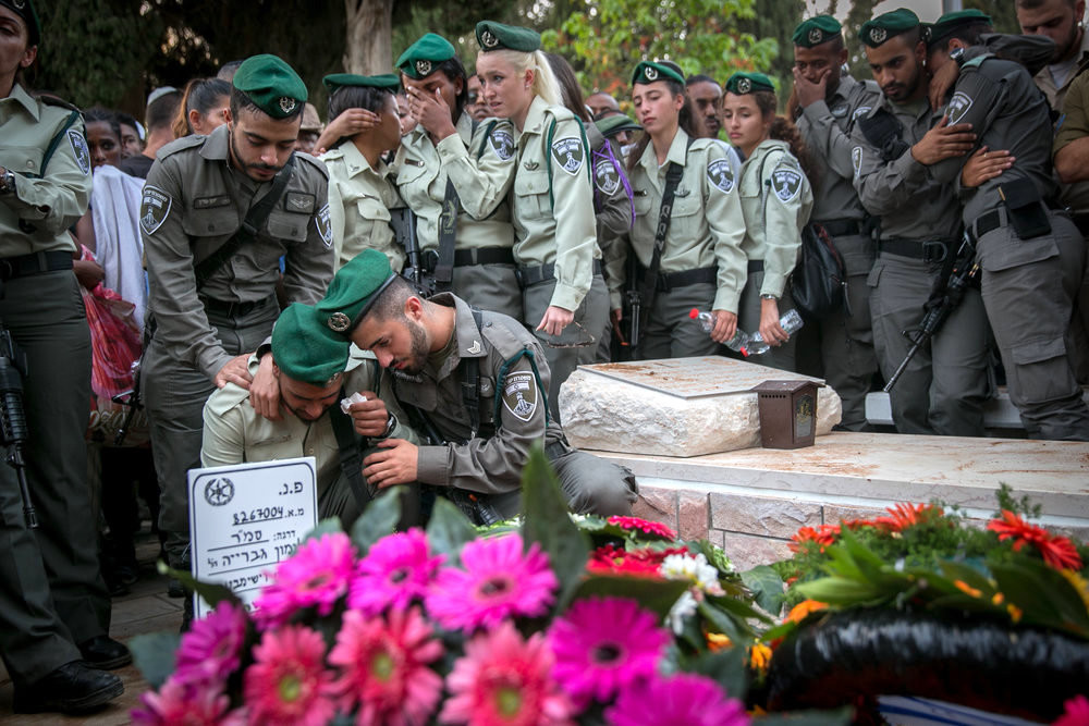 Friends and family mourn during the funeral Border Policeman Solomon Gavria, in Beer Yaakov, Sept. 26, 2017. Gavria was killed after a Palestinian terrorist opened fire on a group of security forces at the entrance to the Israeli settlement of Har Adar, outside Jerusalem.