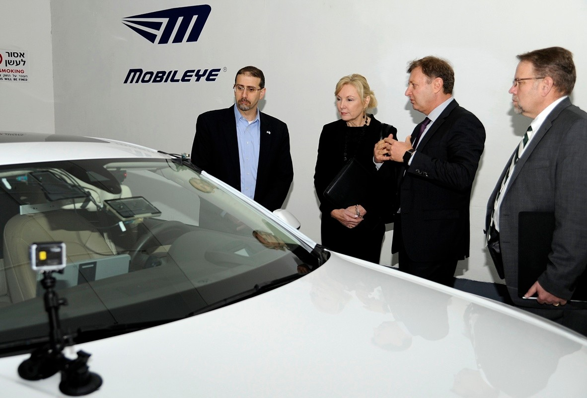 In February 2016, Daniel B. Shapiro (left), then U.S. ambassador to Israel, witnesses the Israeli company Mobileye's advanced driver-assistance systems technology.