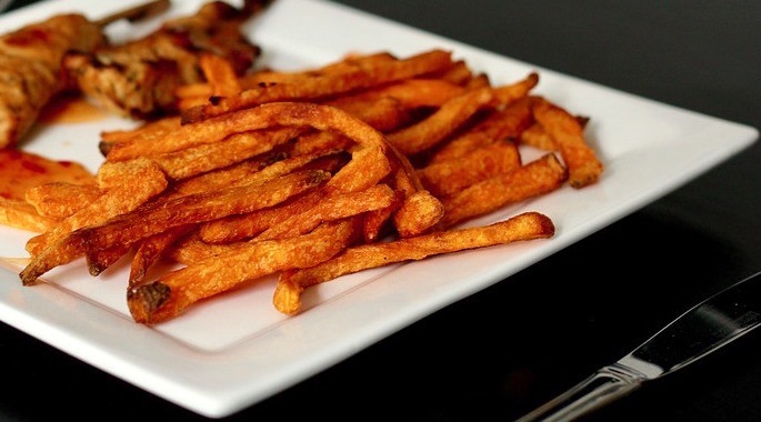 Spicy Oven-Baked Carrot and Yam Fries (Pareve)