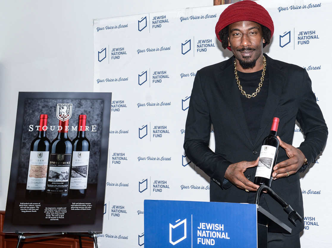 Amar'e Stoudemire showing one of his kosher wines.