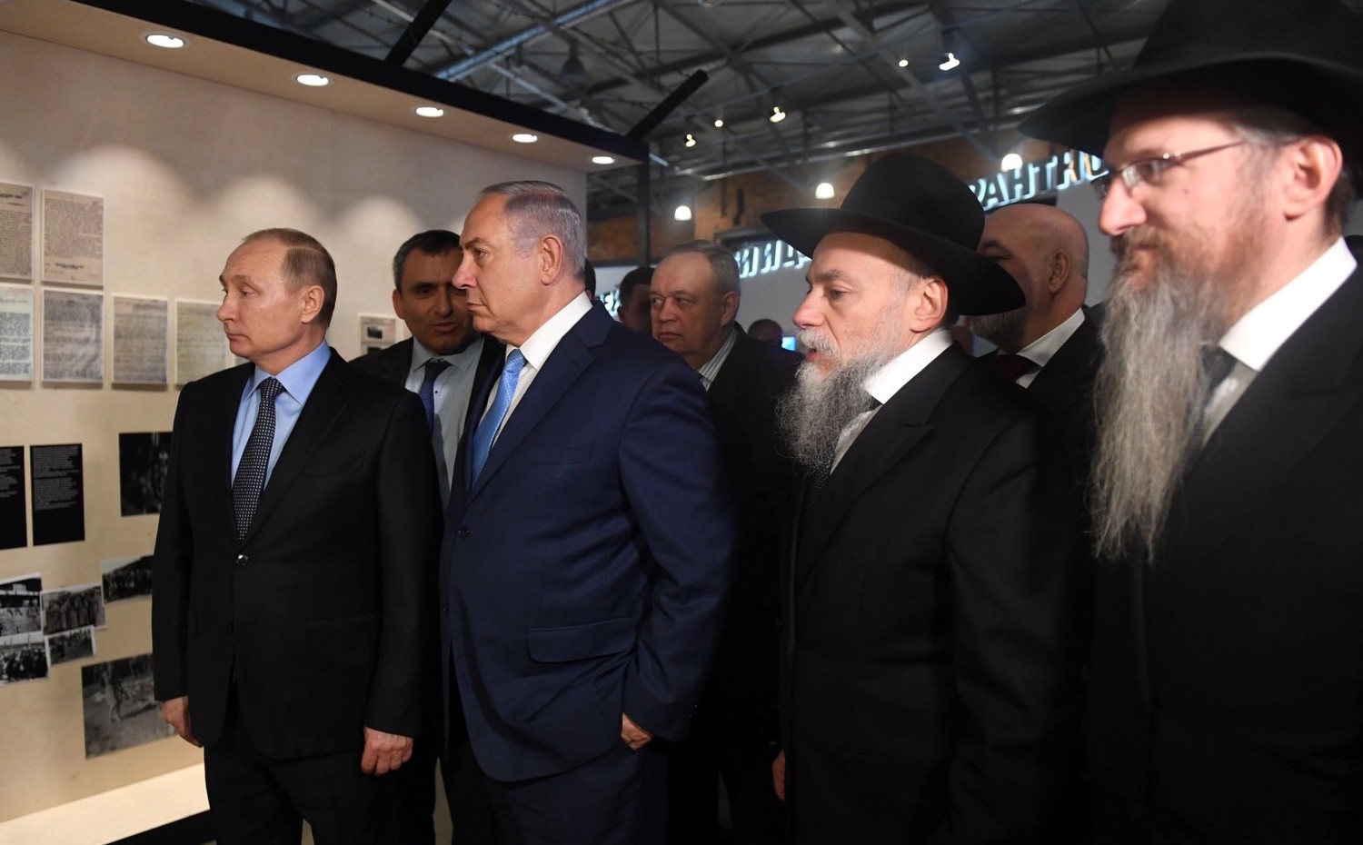 From left: Russian President Vladimir Putin, Israeli Prime Minister Benjamin Netanyahu, Environmental Protection Minister Ze'ev Elkin, and Chief Rabbi of Russia Berel Lazar, at the Jewish Museum and Tolerance Center in Moscow on Jan. 29, 2018.