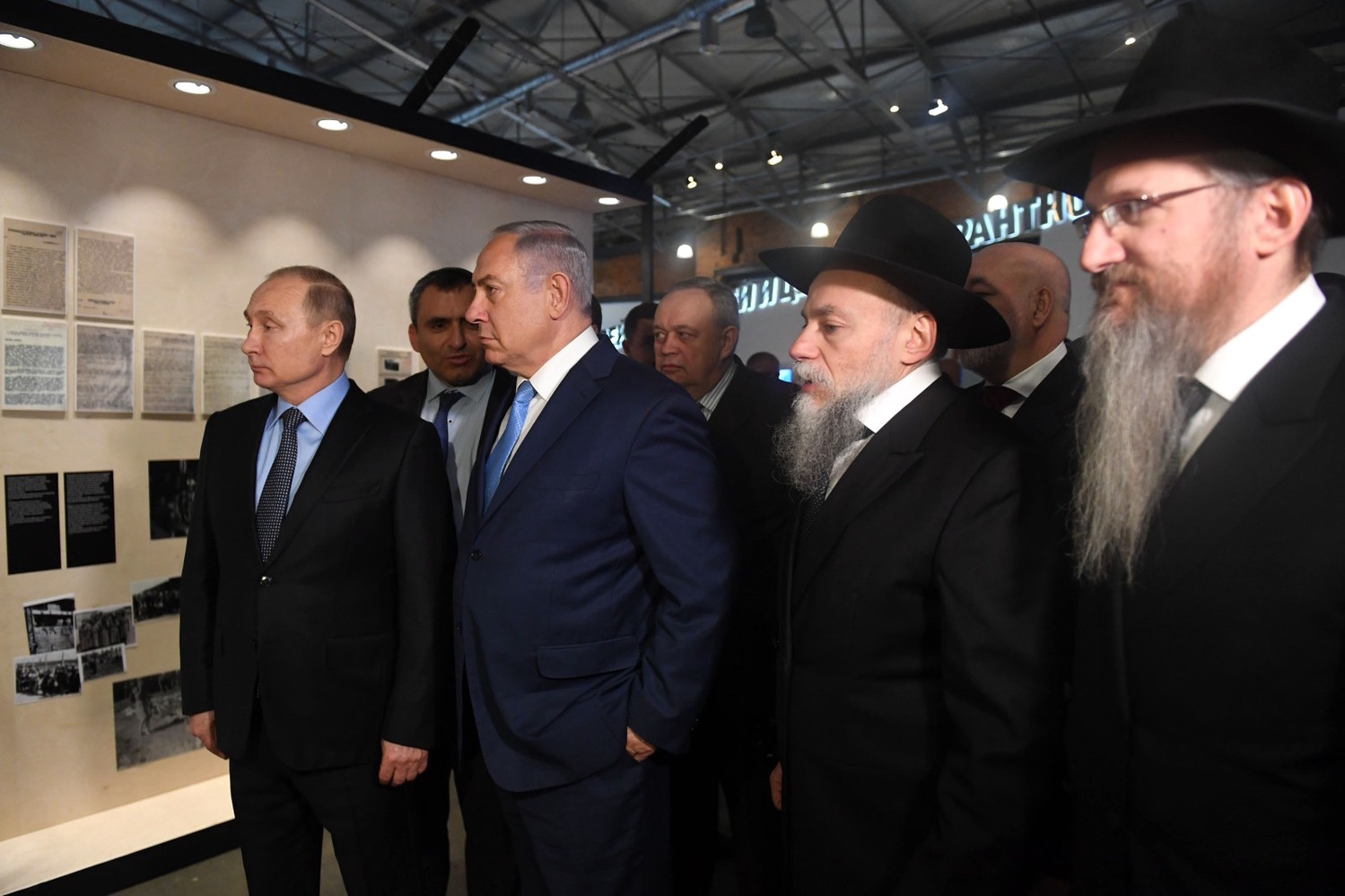 From left: Russian President Vladimir Putin, Israeli Prime Minister Benjamin Netanyahu, Environmental Protection Minister Ze'ev Elkin, and Chief Rabbi of Russia Berel Lazar at the Jewish Museum and Tolerance Center in Moscow on Jan. 29.