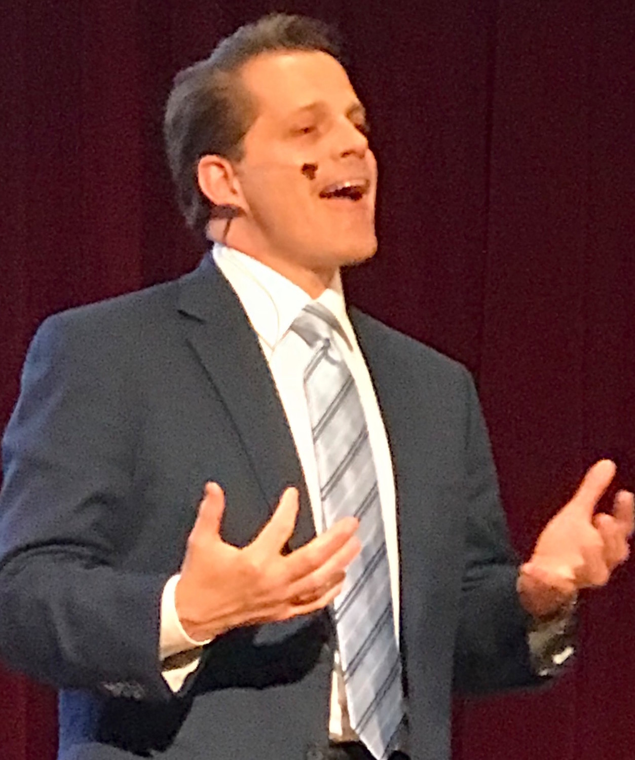 Anthony Scaramucci delivering keynote address at Jewish business-to-business expo.