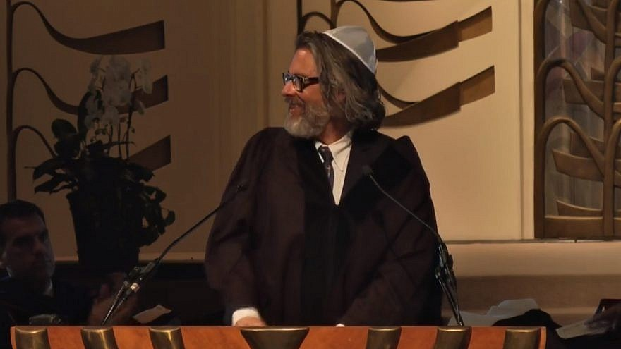 Michael Chabon speaks at the Hebrew Union College-Jewish Institute of Religion commencement in May 2018.