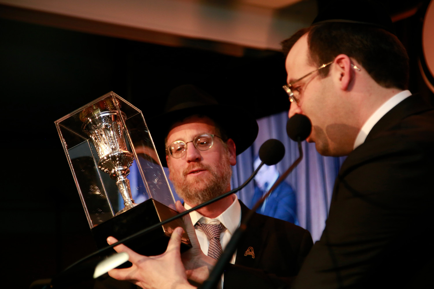 Rabbi Boruch Ber Bender presents Yossi Ungar with the Pillars of Chesed Award.