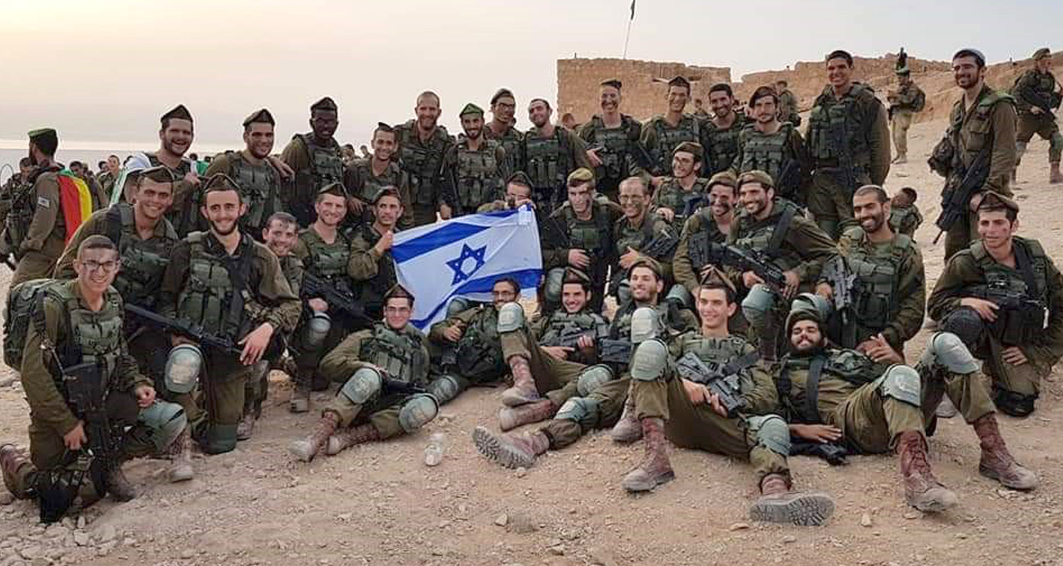 Jitzchak Millwork with comrades in the Israel Defense Forces.