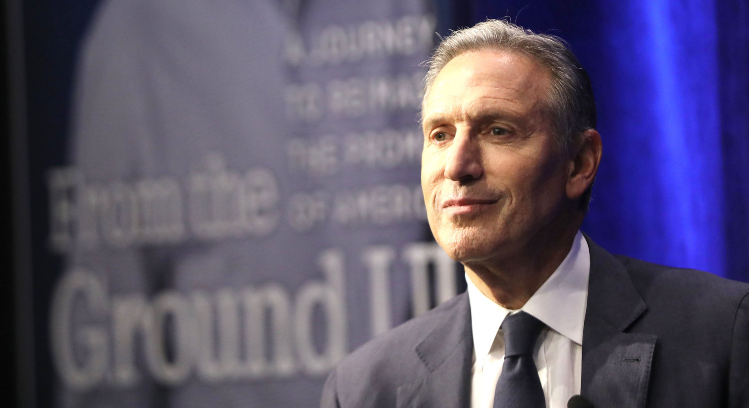 "Howard Schultz, the billionaire former Starbucks CEO, speaks at a Barnes and Noble bookstore about his new book ""From the Ground Up"" on Jab, 28 in New York."