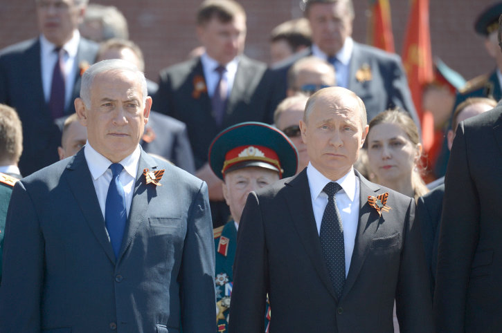 Israeli Prime Minister Benjamin Netanyahu and Russian President Vladimir Putin during a wreath laying ceremony at the Tomb of the Unknown Soldier in Moscow, on May 9, 2018.