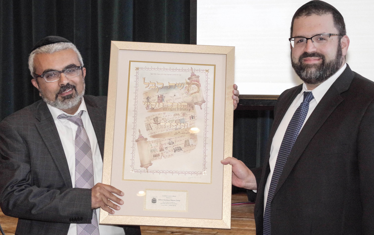 Rabbi Elon Soniker, rav of Congregation Anshei Sholom, presented an award to the Hebrew Academy of Nassau County in recognition of  its partnership with CAHAL over 27 years.