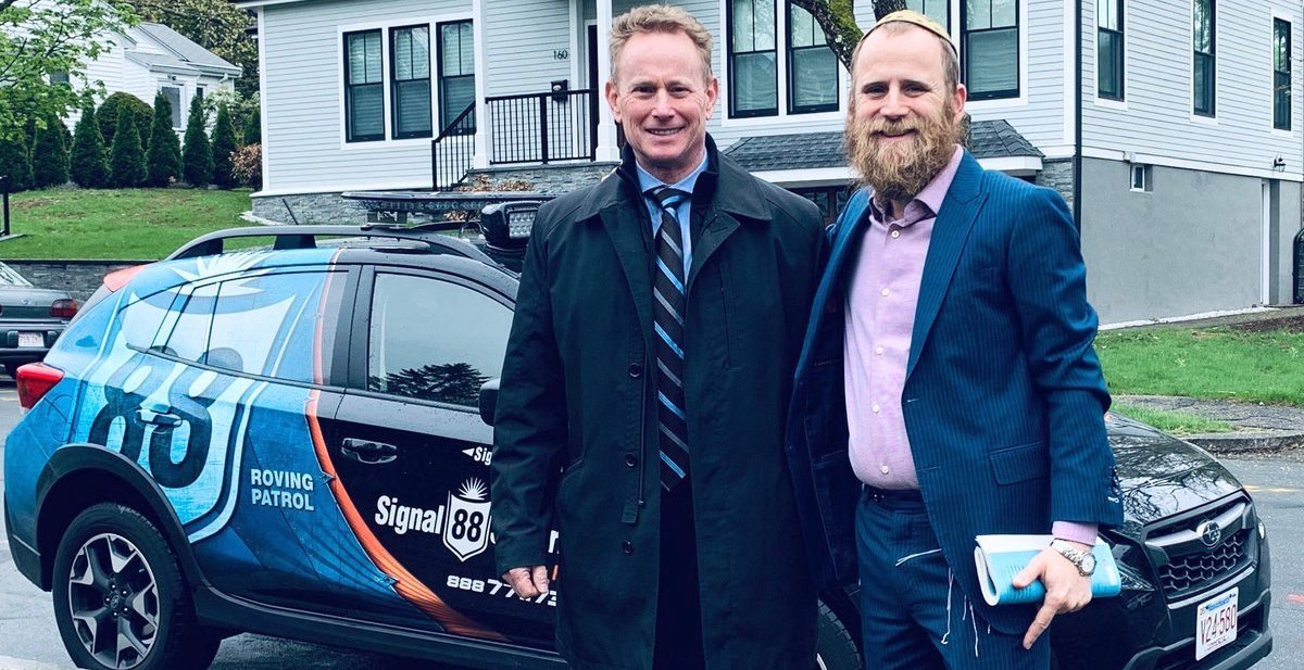 Bob Kinder, who served six years in the U.S. military in Iraq and Afghanistan, and is president and CEO of the safety and security consulting firm Talon Solutions, with Rabbi Mendy Krinsky.