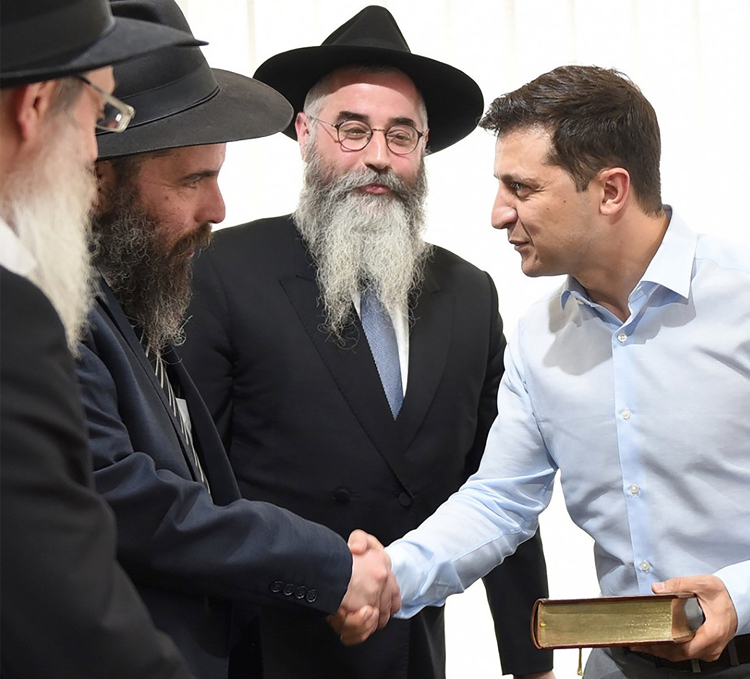 Ukrainian President Vlodymyr Zelensky meets with rabbis in Kyiv on May 6.