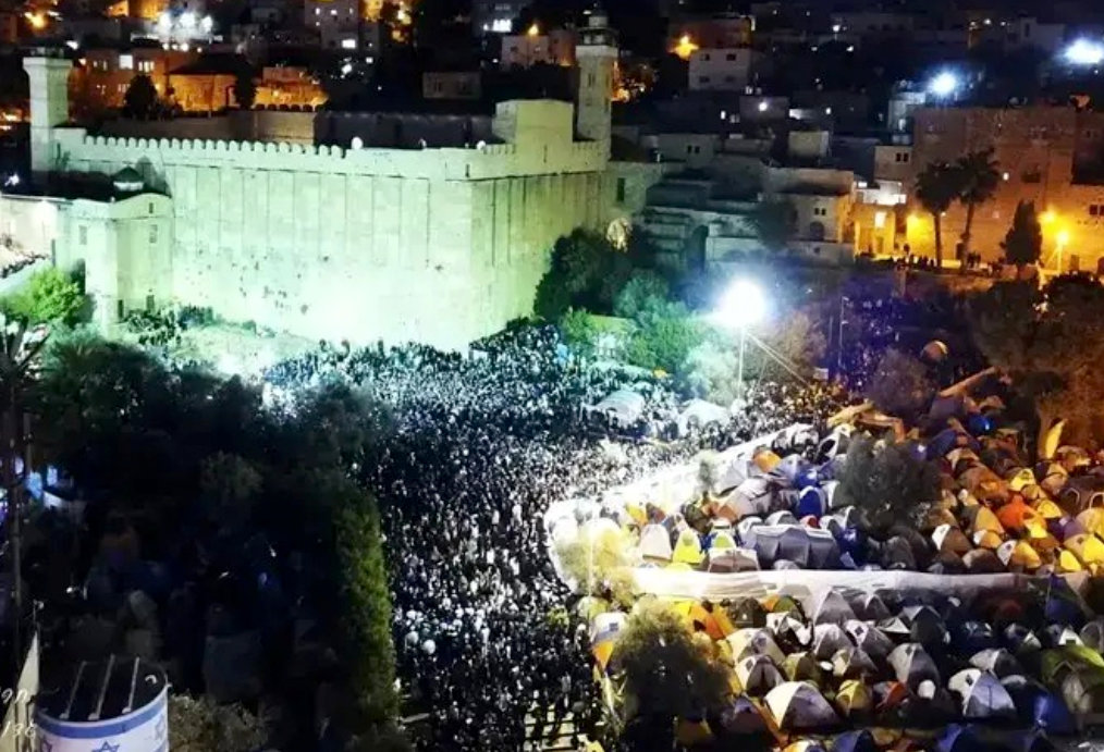 As many as 50,000 of Jews converged on Hebron for Parshat Chaeyi Sarah, many camping in tents.