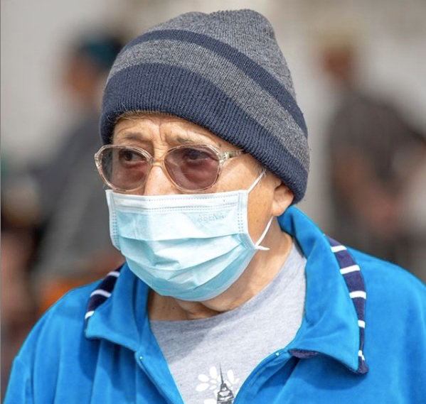 An older man in Israel wears a face mask to protect himself from the coronavirus.