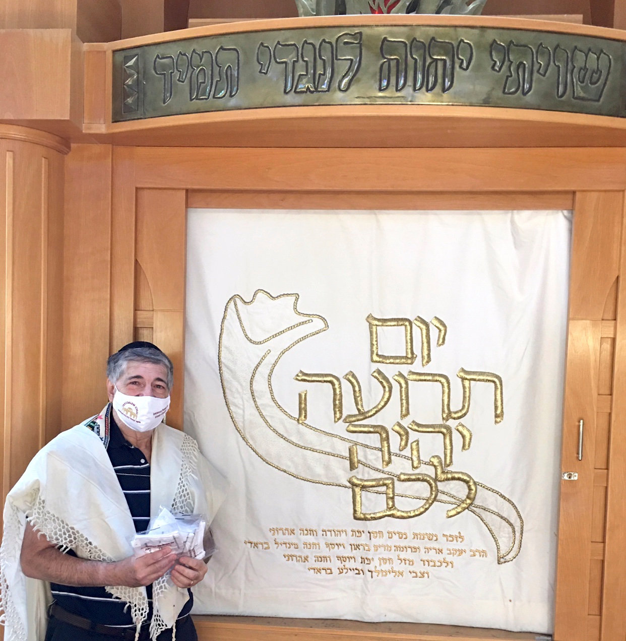 Dr. Paul Brody with Gold Ateret Cohanim masks at the Great Neck Synagogue.