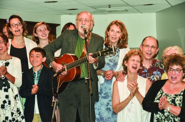 Members of the audience joined Peter Yarrow onstage.