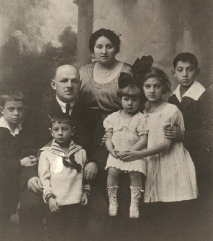 The Kurc family of Radom, Poland, in the early 1930s.