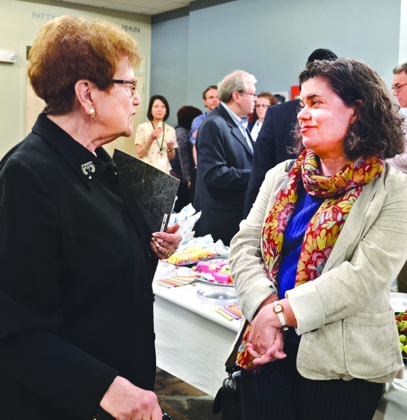Gloria Feibish chats with Rabbi Jacqueline Romm-Satlow.