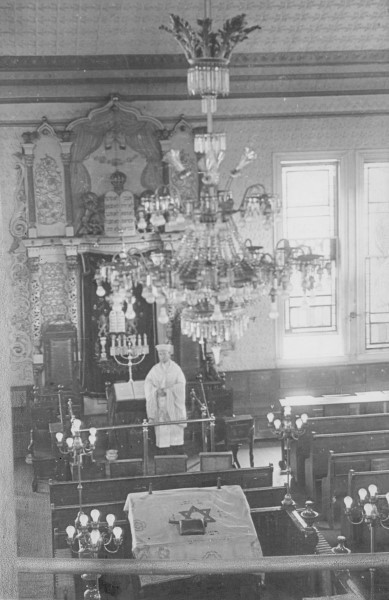 Cantor Meyer Smith officiated for many years in the early 20th century at several different synagogues, all close to one another. Do you know where this photo was taken? Send any information to info@rijha.org or editor@jewishallianceri.org.