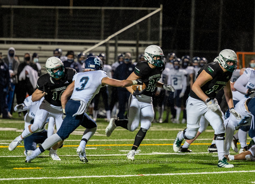 Hudson Cedarland (3) goes after Seahawks running back Landon Sims, who scored three touchdowns.