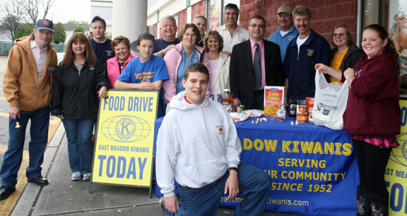 Some who made it happen at the Kiwanis food drive: David Cornell, Debbie Kirsh, Helen Meittinis, Brian O'Flaherty, Justin Braunschweiger, Lori Kemper, Peter Gidicsin, Liz Fries, Steven Perrick, Jim Smith, Fred Surbito, Fred Hirsh, Jay Steinmetz, Kathi Wilson, Marissa Flaherty and Matthew Kamper.