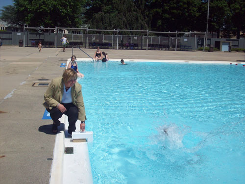 The pool alarm, demonstrated by Hempstead Town Supervisor Kate Murray, sounded off as soon as swimmer Michelle Bentibevegna splashed into the pool.
