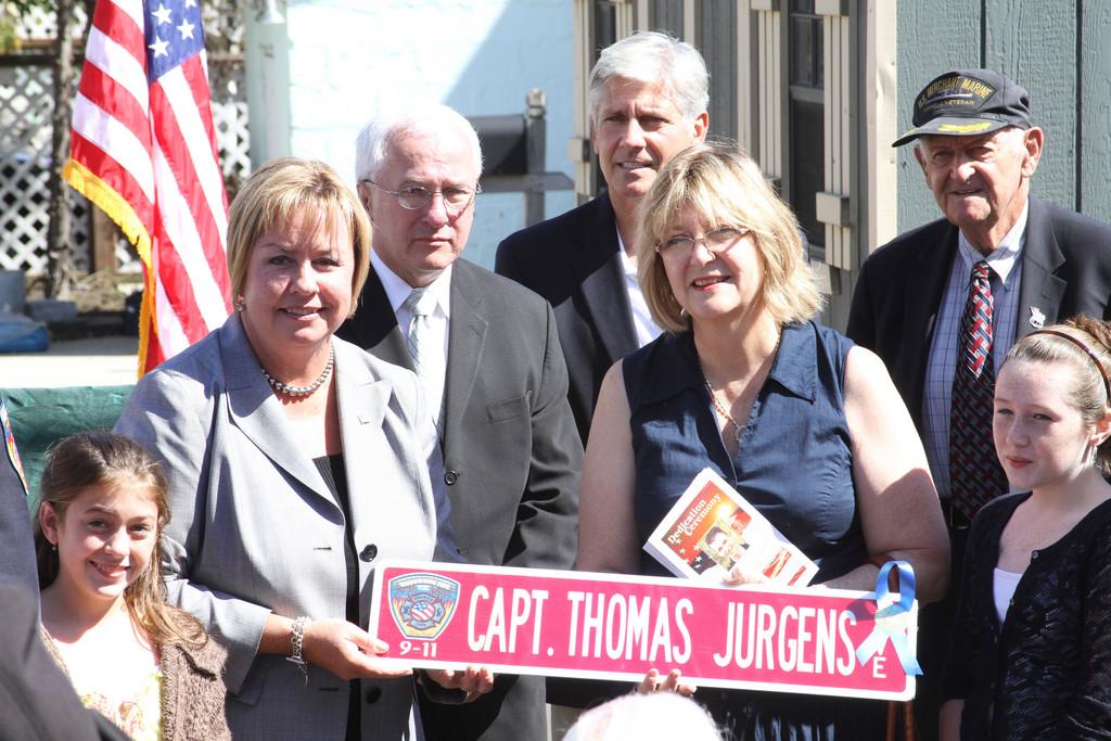 Town of Hempstead Supervisor Kate Murray presented a street sign to Linda Propper, the mother of Thomas Jurgens, and other family members at the ceremony.