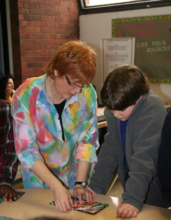 Woodmere artist Alli Berman worked with fifth-grader Aiden Samuels on connecting various pieces of puzzle art during the workshop.