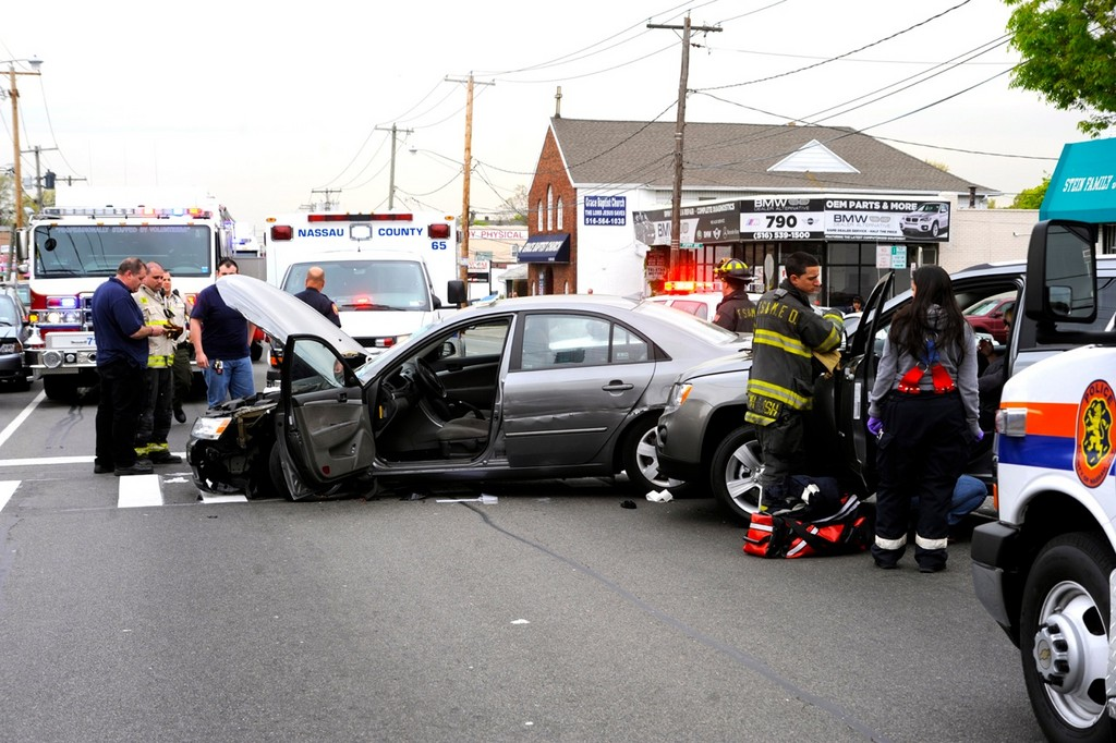 2 injured in Franklin Square crash | Herald Community Newspapers
