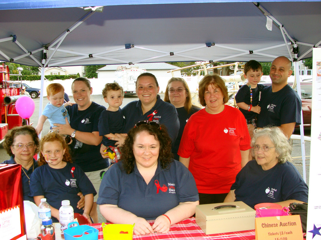 Mended Little hearts volunteers accepted donations and well wishes from the public.