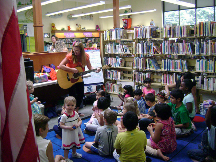 Singer Darlene Graham held two performances for young children on Aug. 21 at the library.