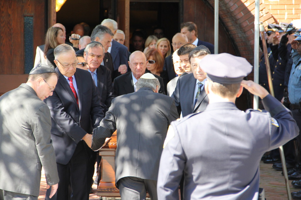 Roughly a thousand people attended the funeral service for Larry Elovich, a former Long Beach Democratic chairman and president of the Chamber of Commerce, at Temple Emanu-el on Monday.