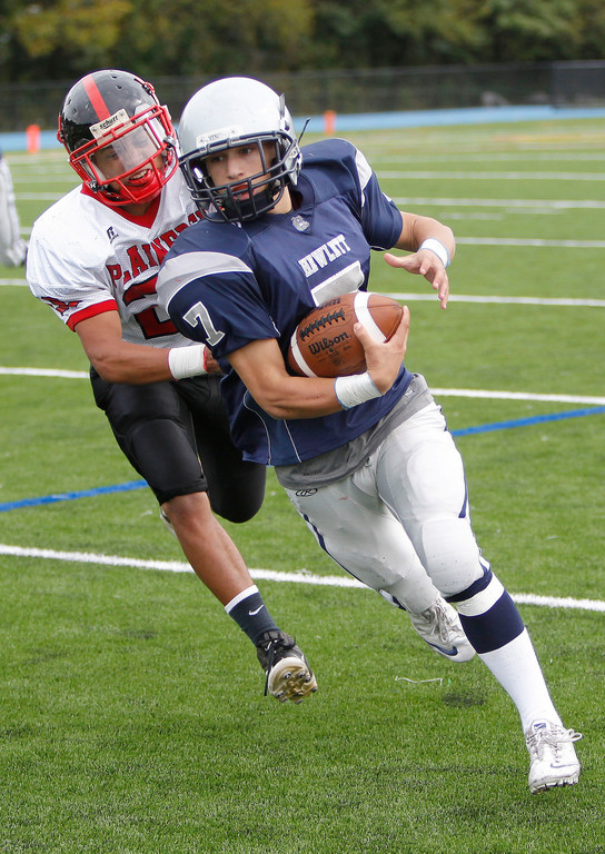 Hewlett quarterback Zach Richman moved past Plainedge's John Johnson during the third quarter of last Saturday's Conference III showdown.