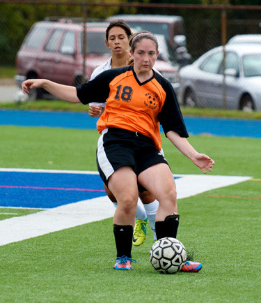 Malverne/East Rockaway's Jessica Cerasoli delivers a pass during the first half of a 2-1 victory at Lawrence last Saturday.