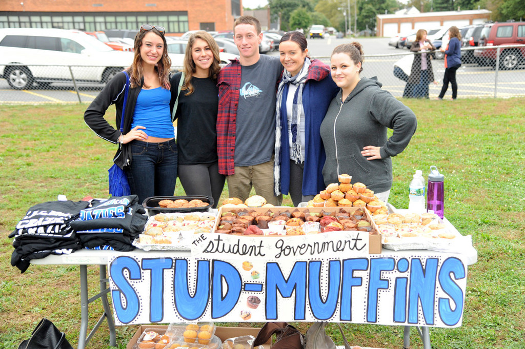 Student government members Tara Gianotti, Amanda Berusch, Daniel Chesley, adviser Tanya Castro and Lauren Lamonsoff raised money for the school.