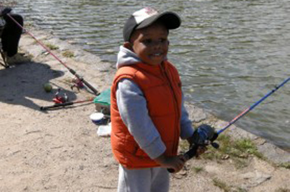Let�s fish: A beginner angler learns to fish at the annual Fall Family Fishing Festival, held at Hempstead Lake State Park, on Saturday.