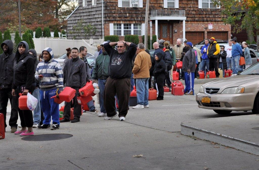 Merrick residents waited up to six hours to retrieve gas from a Hess station on Sunrise Highway and Hewlett Avenue on Nov. 1.