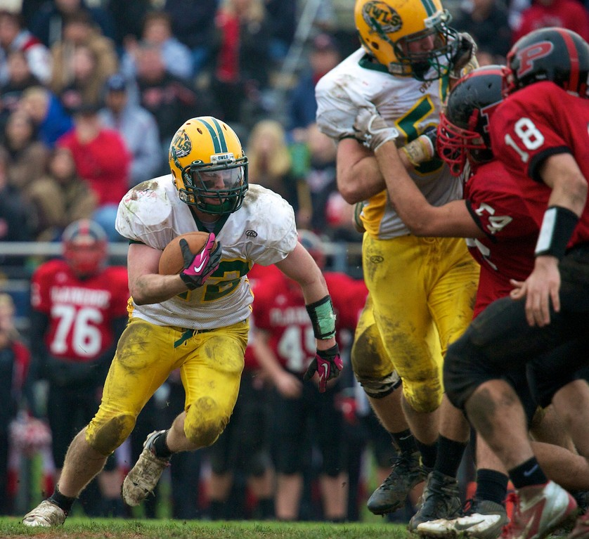 Lynbrook's Danny Kelly ran for 318 yards and four touchdowns.
