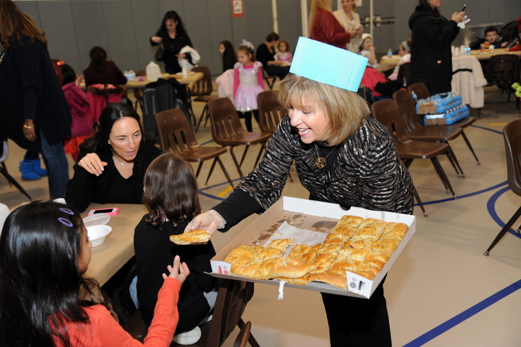 Franklin Early Childhood Center Principal Bonnie Epstein handed out food at the community dinner.