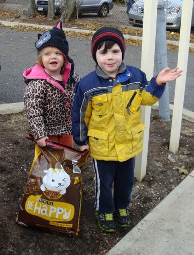 Siblings Giavanna and Joshua Cervone picked up a bag of food for their cat.