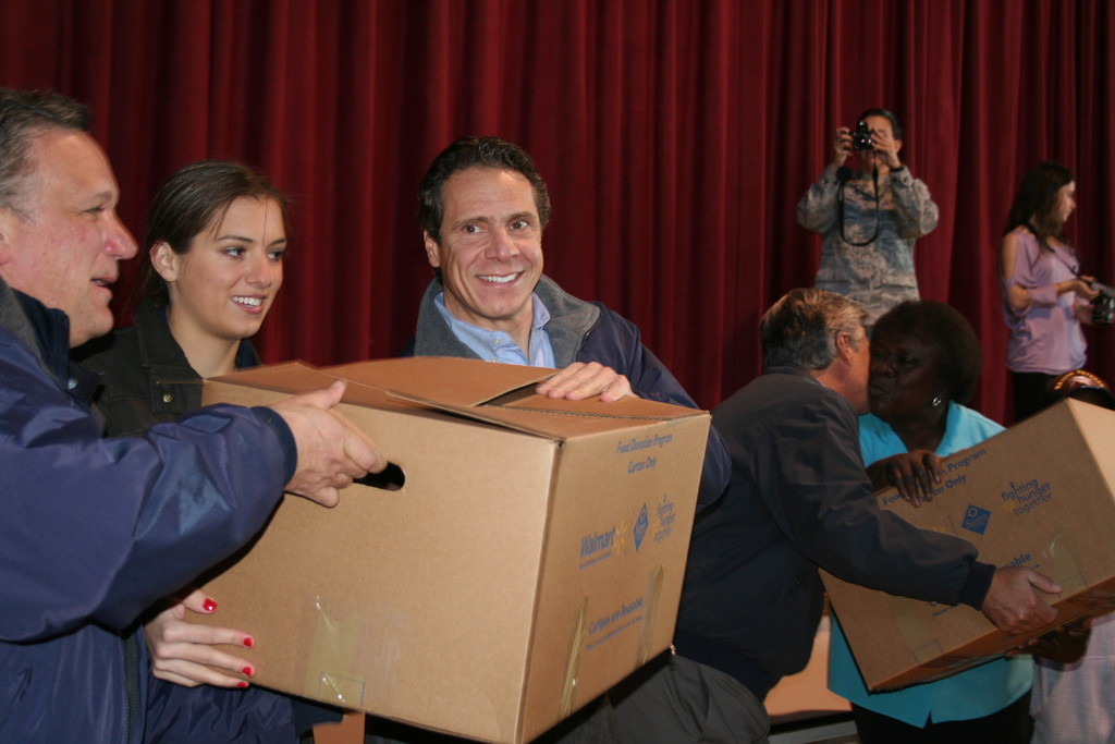 Gov. Andrew Cuomo, right, and Nassau County Executive Ed Mangano, left, helped hand out 500 turkeys and 500 individual meals at the Five Towns Community Center in Lawrence.