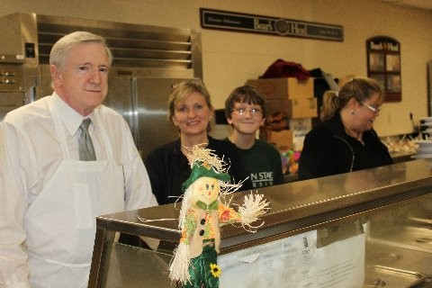 Superintendent of Baldwin Schools Dr. James Mapes, left, helped out during the BMS Thanksgiving dinner.