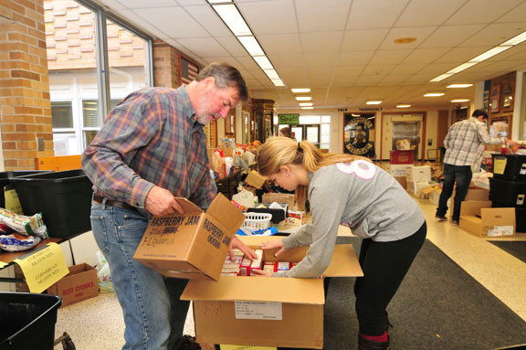 Teacher Andy Morris and Julianne Blanco packed food.