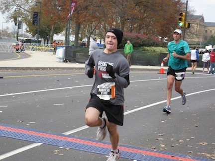 Andrew Nyhus dedicates his Philadelphia run to hurricane victims.