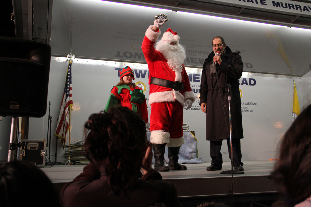 Paul Sapienza introduced Santa.