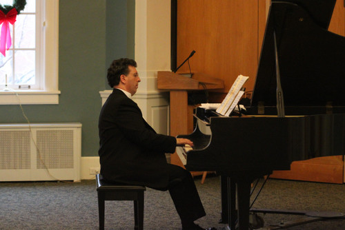 Jeffrey Biegel played a concert at the Lynbrook Public Library to benefit Island Harvest