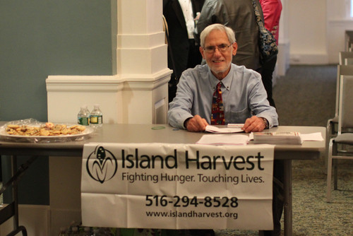 Stuart Cohen collected donations for Island Harvest and spoke about the organization.