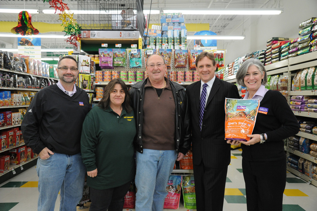 David Yaskulka, left, vice president of marketing for Halo, Pet Supplies Plus Manager Regina Ventura, Pet Supplies Plus Branch Owner Stanley Lang, Pet Supplies Plus President Mike Hoffman and Vice President of marketing and Product Development for Halo Bette Hamilton.