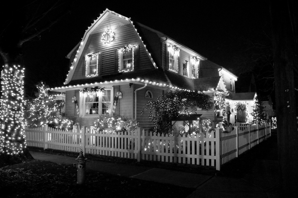 A Washington Avenue home in Elmont  was decked out for the holidays.