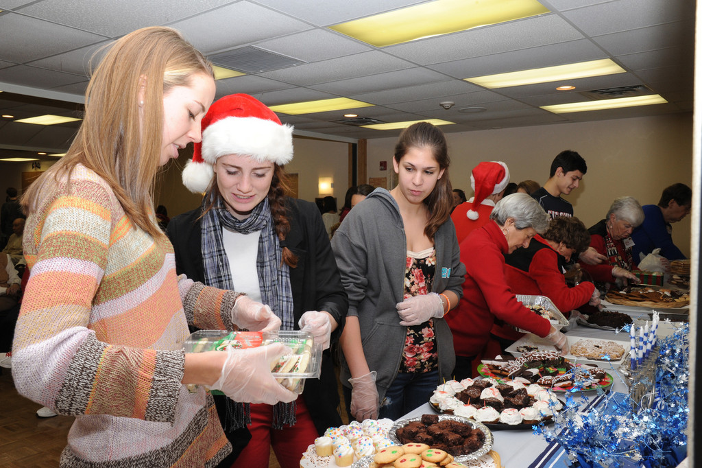 Briarr DeTommaso, Christine Beauder, Julia Suss from SSHS bring desserts to the party.